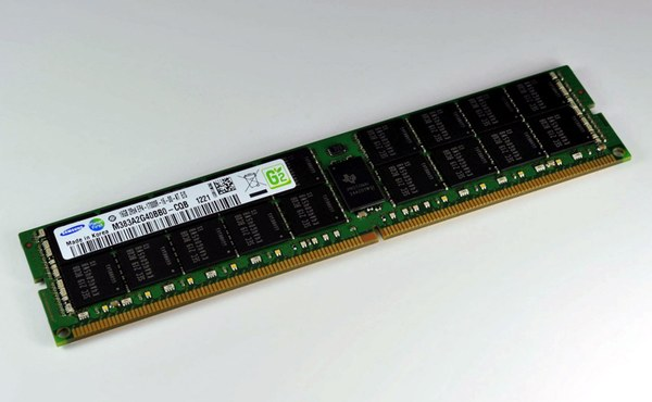 16GB modul DDR4 Samsung, typ registered s ECC.