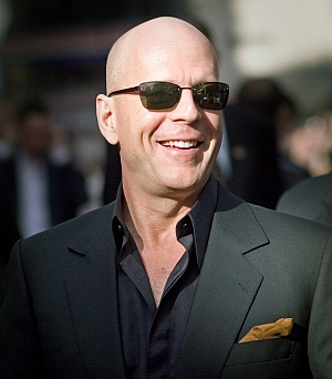 Bruce Willis proti Applu