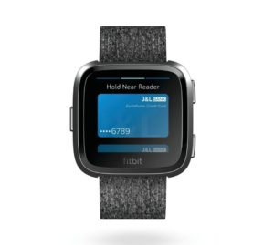fitbit_versa_front_se_charcoal_pay_preview