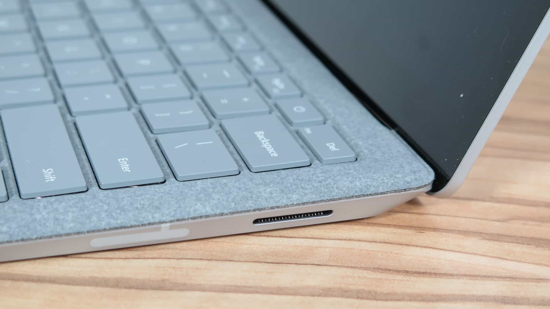 Microsoft Surface Laptop 2 5