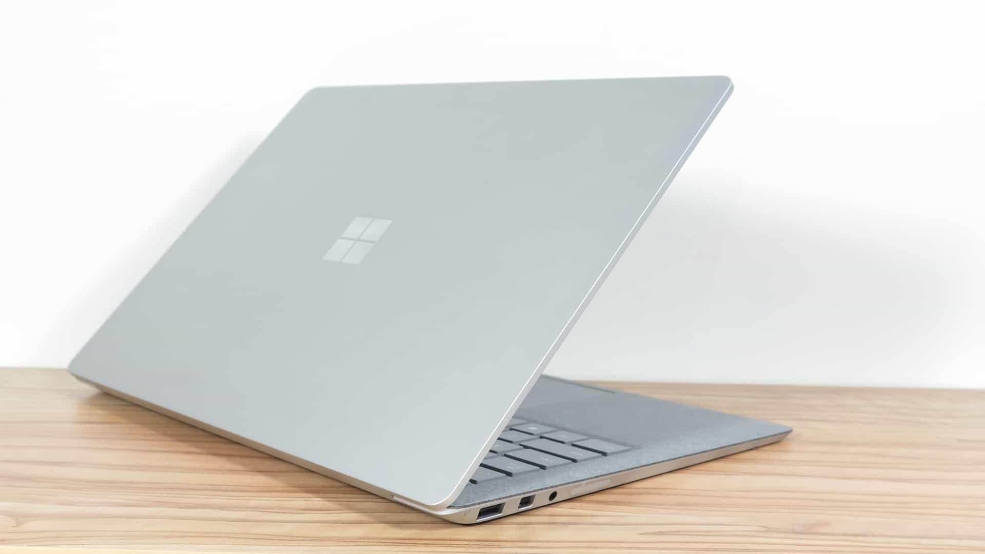 Microsoft Surface Laptop 2 6