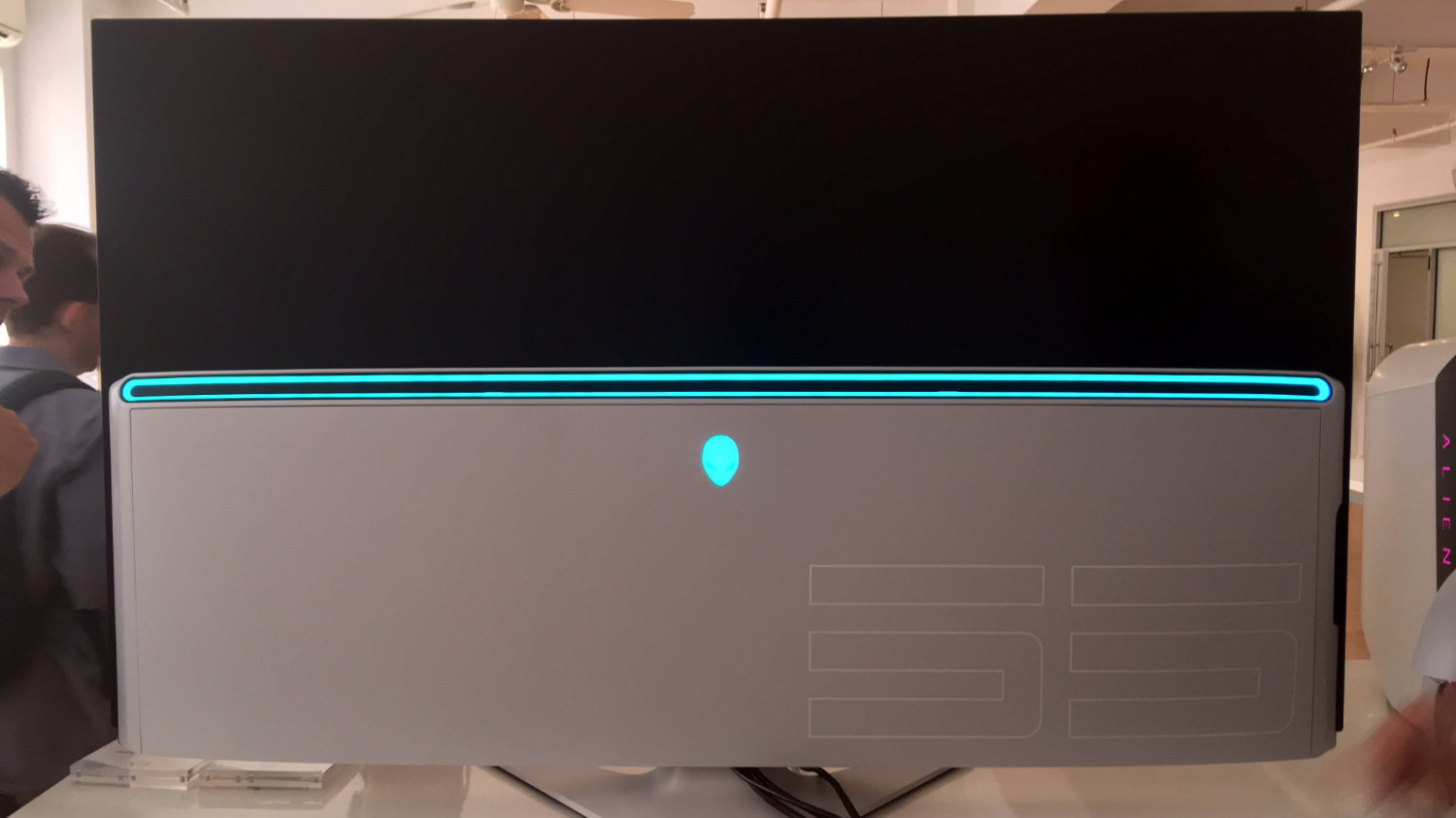 OLED monitor Alienware AW5520QF 03