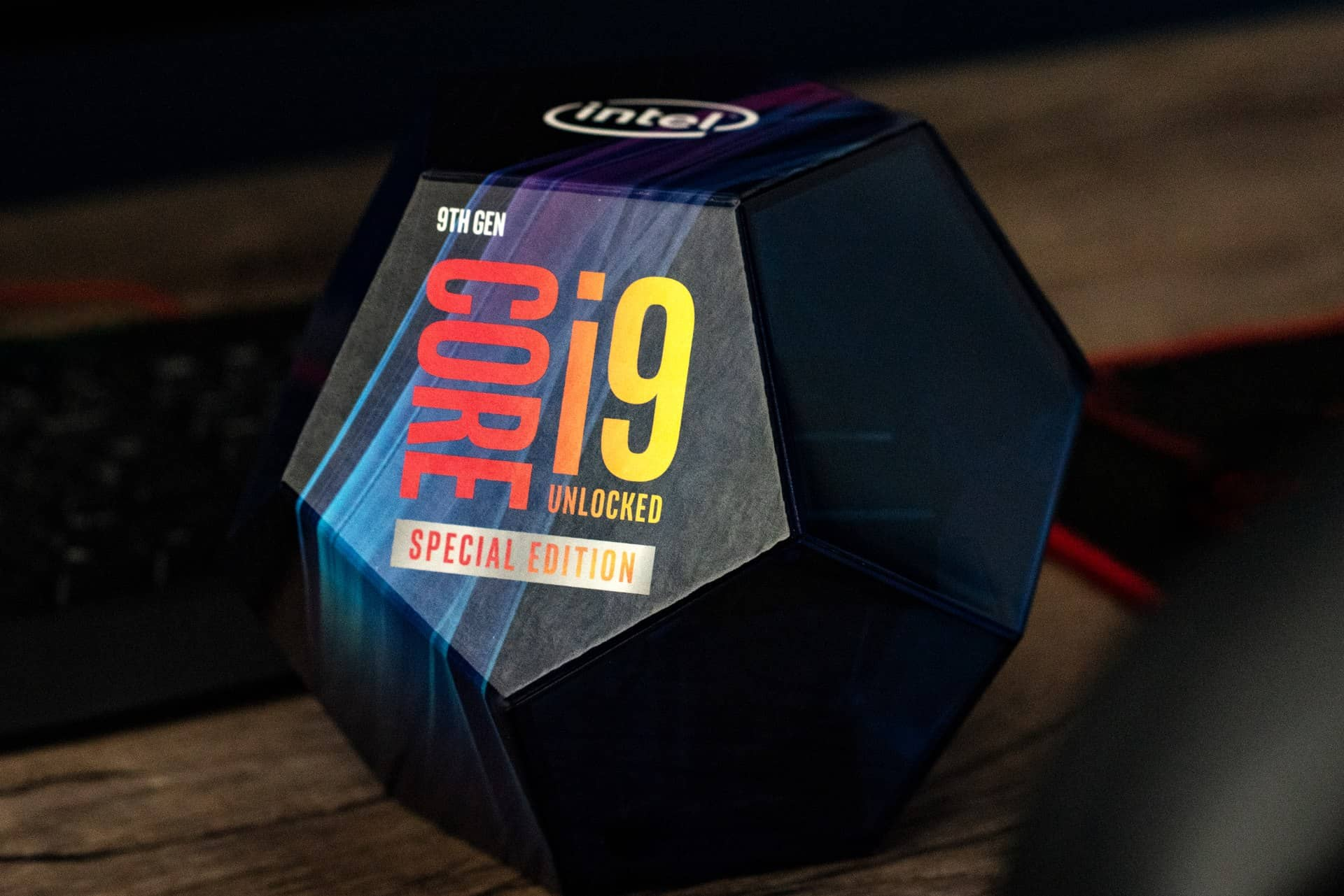Intel Core i9 9900KS 02