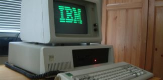 IBM PC XT z roku 1983